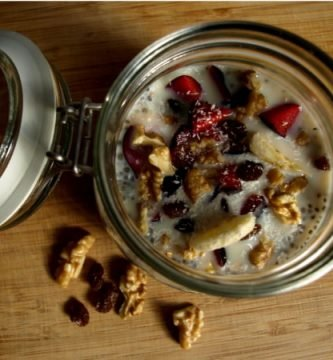 Desayuno saludable con chía y frutas